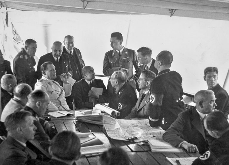 Hermann Göring (seated 4th from left in white uniform) and Hans Fischböck (7th from left) during consultations on board the Danube steamer Franz Schubert , March 25, 1938  The Reich government has long refused any contact with the Intergovernmental Committee in London. This remains the case until the autumn of 1938, when Austrian Nazi functionary Hans Fischböck convinces Hermann Göring, commissioner of the four-year economic plan, to negotiate a deal linking the emigration of Jews with the export of German goods. Weltbild / Österreichische Nationalbibliothek, Wien, S300_3