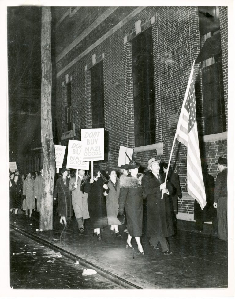 Demonstration against a meeting of theGerman-American Alliancein Long Island City, November 18, 1938 The movement to boycott German goods as a protest primarily against the persecution of Jews in Germany finds increasing international support. ACME Press Photo / Zentrum für Antisemitismusforschung / Technische Universität Berlin