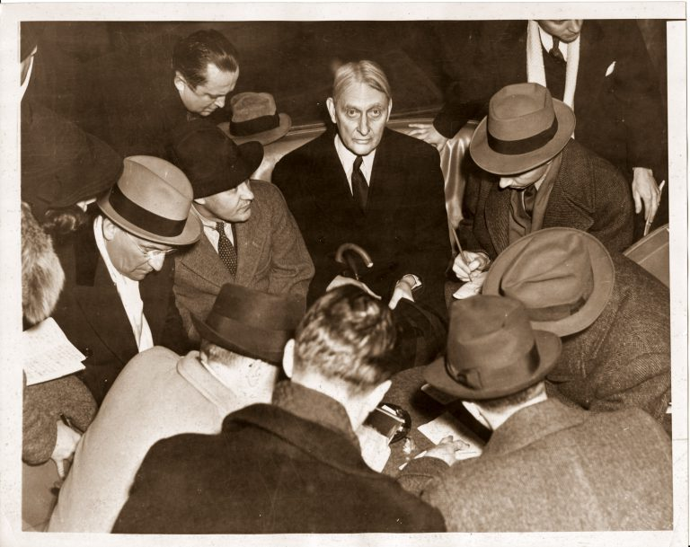 George Rublee surrounded by reporters upon his arrival in the US aboard the Queen Mary, February 28, 1939  In late February 1939 George Rublee concludes his mission and returns to the US, where he is forced to confront critical questions regarding his negotiations with the Nazi regime. His successor as director of the Intergovernmental Committee is Sir Herbert Emerson, League of Nations High Commissioner for Refugees from Germany. This brings the two institutions even closer together. Negotiations with the German government are to be conducted by Robert T. Pell, deputy director of the Intergovernmental Committee. Bettmann Archive / Getty Images