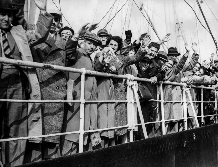 Relieved passengers of the St. Louis upon their arrival in Antwerp, June 21, 1939 SZ Photo, München