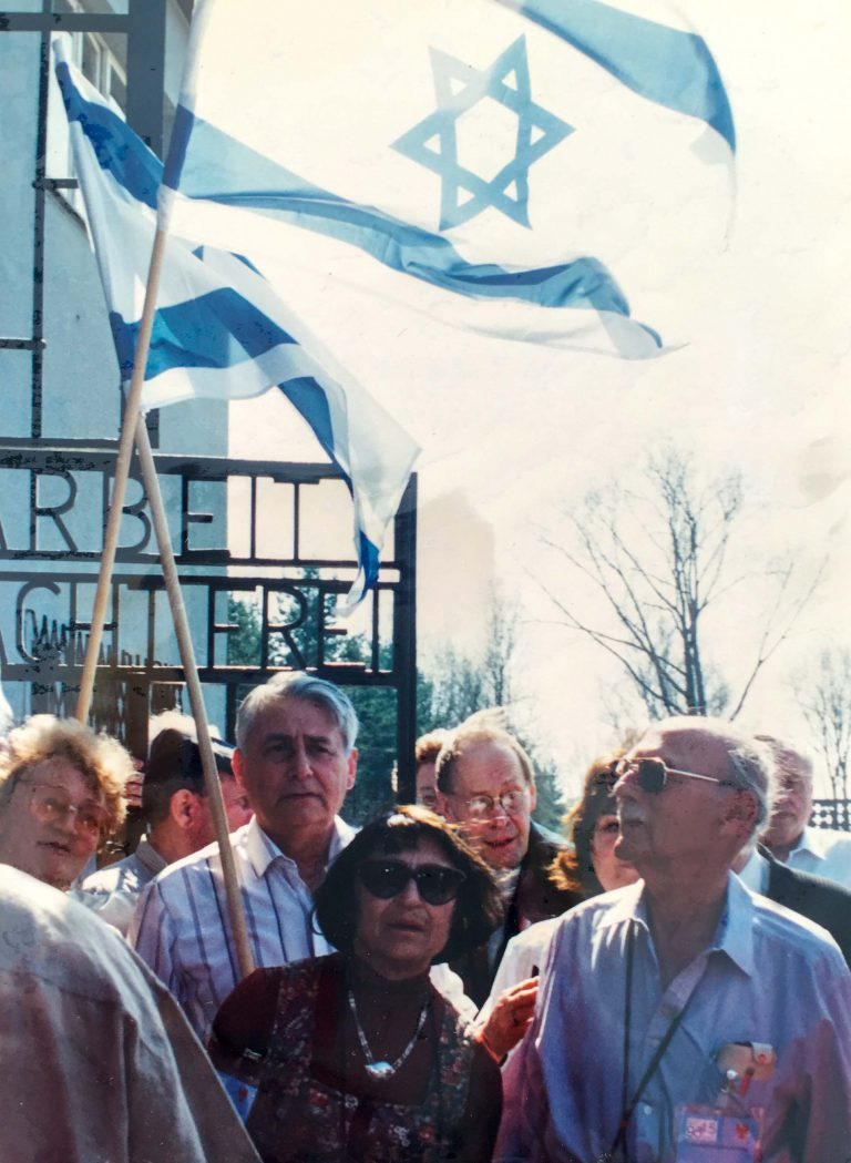 Eli Carmel [Hans Weinberg] (right) with his wife Chana at the Sachsenhausen memorial site, September 1997 In 1992, Eli Carmel founds the Association of Former Sachsenhausen Prisoners in Israel. As its president, he is part of the delegation of Israeli Prime Minister Ehud Barak when the latter visits the Sachsenhausen memorial site in September 1997 during his state visit to Germany. Nachlass Eli Carmel, Pardes Chana