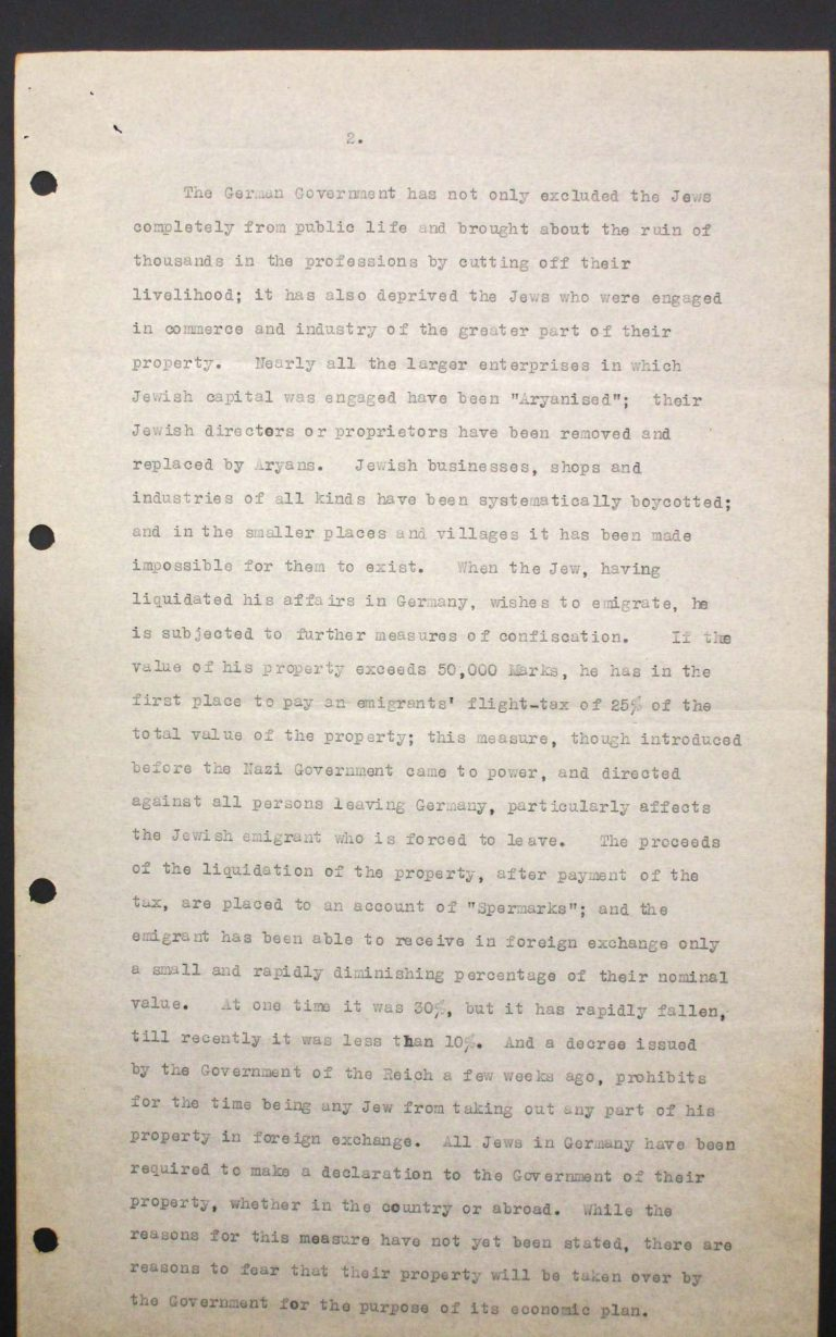 """Memorandum of Certain Jewish Organizations Concerned with the Refugees from Germany and Austria"", July 1938, p. 2/13 The memorandum describes the dramatic situation of German and Austrian Jews, who within only a few years have been systematically reduced to a community of beggars. The comparison with earlier refugee movements, such as that of the Huguenots in the late 17th century or of Germans after the failed revolution of 1848, is intended to convince the conference participants of the positive economic and social effects of immigration. Hence the integration of refugees is described as preferable to their isolation in settlements in uncultivated areas. Franklin D. Roosevelt Library, Hyde Park, NY"