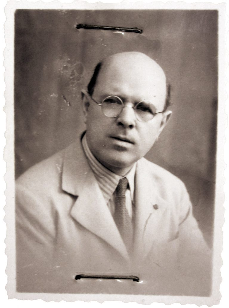 Pau Casals, ca. 1939  As a dedicated democrat, the Catalan cellist Pau Casals i Defilló (1876–1973) refuses to perform in Germany after Hitler's seizure of power. Since the outbreak of the Spanish Civil War in 1936, he has been living in exile in southern France. With his visit to Évian, he expresses his solidarity with refugees from the Hitler regime. Schweizerisches Bundesarchiv, Bern, E2200.41-04#10001682#1299