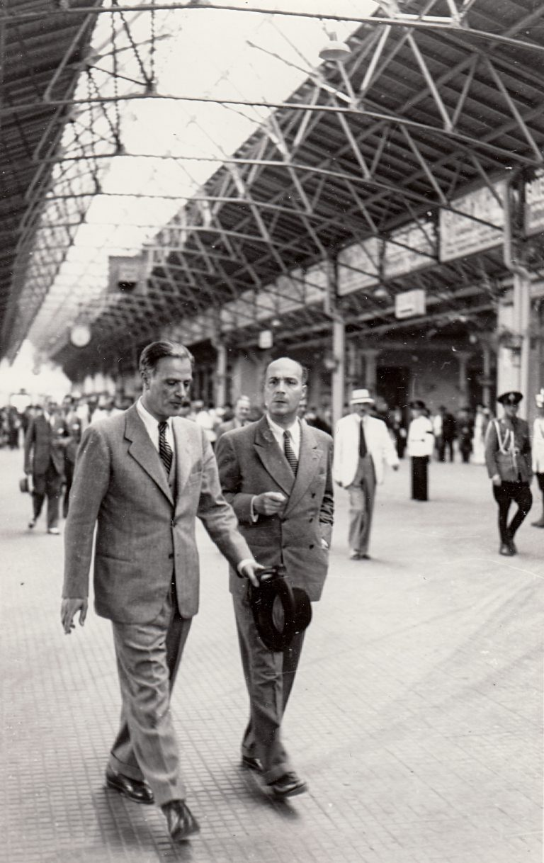 Gheorghe Crutzescu (r.) with Romanian Foreign Minister Grigore Gafencu, ca. 1939  Gheorghe Crutzescu, Romania's permanent representative to the League of Nations in Geneva, reports to his government. Arhivele Naţionale Istorice Centrale Bucureşti, Bukarest
