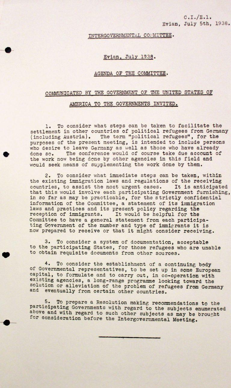 """Agenda der US-Regierung für die Konferenz, 5. Juli 1938 Die Amerikaner sprechen von Anfang an von der Konferenz als vom """"Zwischenstaatlichen Komitee"""", dessen Einrichtung eigentlich deren Ergebnis sein soll. Obwohl der Anlass die Massenflucht von Juden aus Deutschland und vor allem Österreich ist, ist während der Konferenz nur von """"political refugees"""" (politischen Flüchtlingen) und in der Schlussresolution von """"involuntary emigrants"""" (unfreiwilligen Auswanderern) die Rede. Franklin D. Roosevelt Library, Hyde Park, NY"""