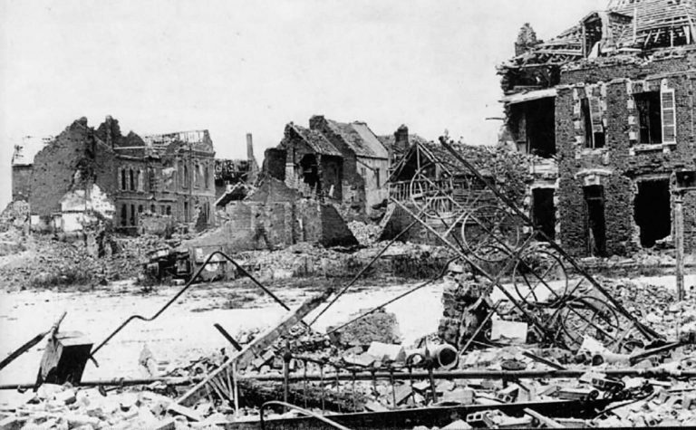 Contemporary postcard of Montdidier, which was destroyed in World War I In the 1920s, as sub-prefect of the district of Montdidier, which the German army has practically leveled during the war, Combes is responsible for rapidly rebuilding the local towns. Archives départementales de la Somme, Amiens