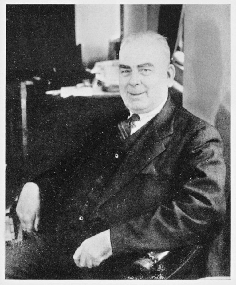 Cyril Blake Burdekin als Leiter der Abteilung Kriegsgefangenenbetreuung imNew Zealand House in London, um 1942 Alexander Turnbull Library, Wellington