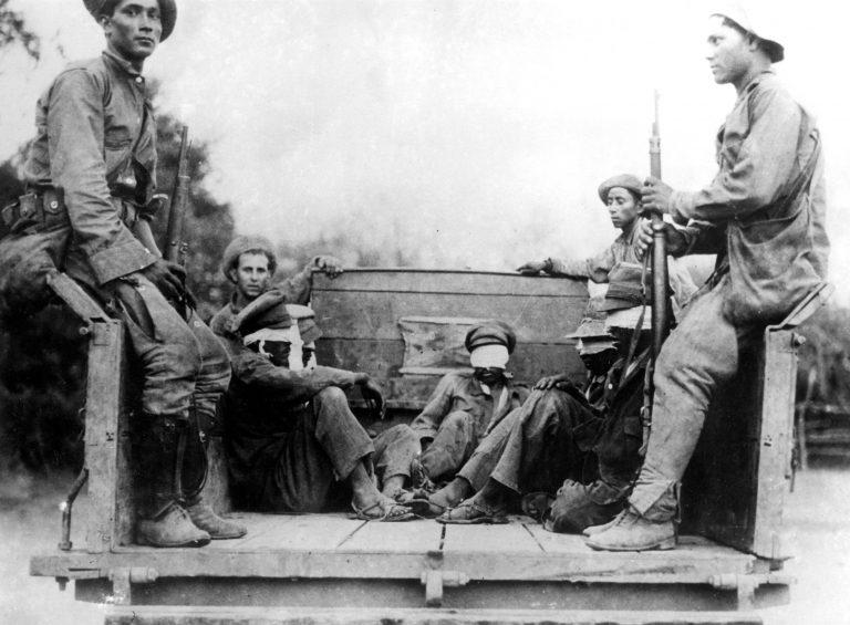 Paraguayische Soldaten mit bolivianischen Kriegsgefangenen während des Chaco-Kriegs, Januar 1935 Gerüchte, dass Paraguay die im Krieg eroberten menschenleeren Gebiete des Chaco mit geflüchteten Juden besiedeln will, schüren in Bolivien Misstrauen sowohl gegen Flüchtlinge als auch gegen die liberale Einwanderungspolitik. SZ Photo, München