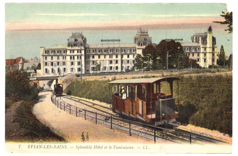 Picture postcard of the Hotel Splendide with cable car, around 1907 By 1907, a cable car is operating on a 357-meter-long track, which leads from the Cachat spring's Refreshment Hall, i.e. the Hotel Splendide, to the Hotel Royal at a higher elevation, with only one station stop between them. In 1913 the rail line is extended in both directions and now stops at a total of six stations. This allows conference participants to travel easily back and for th between conference room, accommodations and entertainment venues in the city center. Léon & Lévy, LL7