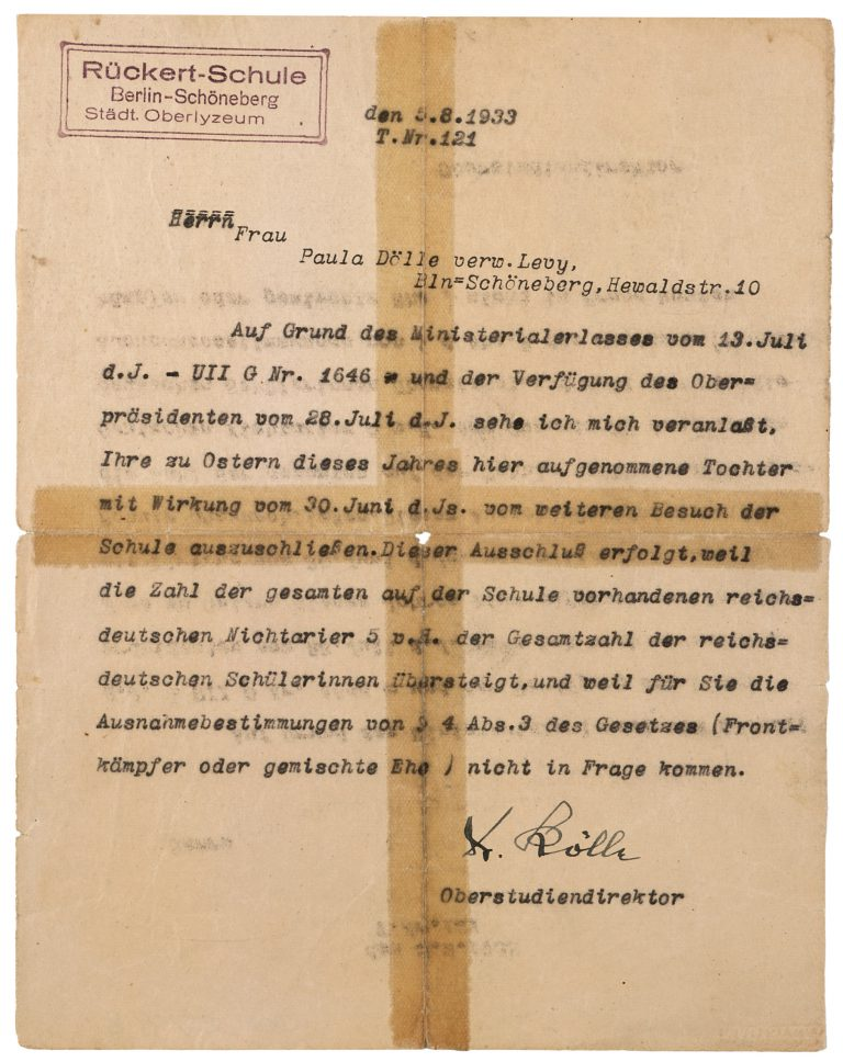 """The Rückert School in Berlin-Schöneberg informs Paula Dölle about the expulsion of her daughter, Grete Myriam, Berlin, August 5, 1933 From April 23, 1933, onward, the """"Law against the overcrowding of German schools and universities"""" limits the proportion of Jewish pupils and students to five percent. The bureaucratic tone of the letter that the school management sends to parents of affected pupils obscures the serious consequences for the children themselves. Jüdisches Museum Berlin"""