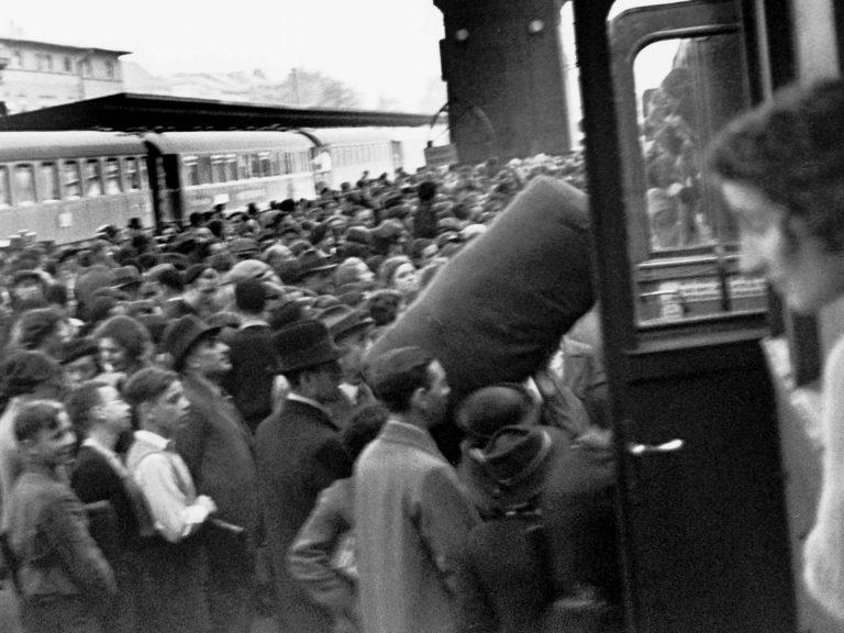 Auswanderer nach Palästina am Anhalter Bahnhof, September 1936 / Foto: Herbert Sonnenfeld, Jüdisches Museum Berlin