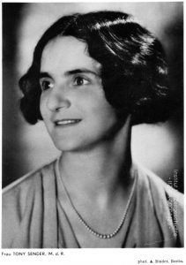 Sidonie Zippora (Toni) Sender, ca. 1931 Toni Sender comes from an Orthodox Jewish family. She has been a Social Democratic (SPD) member of the Reichstag since 1920 and editor of the SPD magazine Frauenwelt (Women's World) since 1927. Following death threats, she flees on March 5, 1933 to Czechoslovakia, later moves to the Netherlands, and finally settles in the US in 1935. Bild 30 Republikanische Werbestelle des Fackelreiter-Verlages Berlin, Photo: A. Bilder / Institut für Zeitgeschichte, München, IBA-00004423