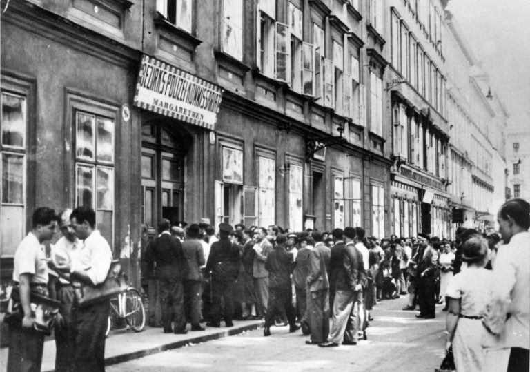 Jewish passport applicants in front of the Margareten police department in Vienna, May 1938 The people standing in line want to apply for passports in order to prepare for emigration before their Austrian passports lose validity several months after the annexation of Austria by the German Reich. Even before the Austrian passports officially lose validity, however, the consulates of many destination countries stop recognizing them for visa applications. Photo: Albert Hilscher / Österreichische Nationalbibliothek, Wien, H5175_2